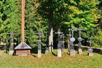 Stare, żeliwne krzyże z Kisuc