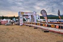 Start triathlonu nad jeziorem w Żytawie