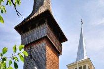 Stojące tuż koło siebie cerkwie w Bogdan Voda