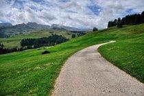 Szutrowa trasa przez Alpe di Siusi