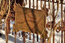 Tablica na cmentarzu w Szymbarku