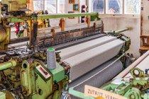Tkanie wełnianej tkaniny