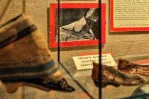 Tradycyjne chińskie buty, deformujące stopę kobiety