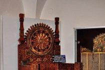 Tron miejscowego hospodara w muzeum w Watrze Mołdowicy