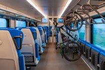 Uchwyt rowerowy we wnętrzu pociągu Flirt Intercity