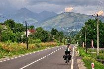 W kierunku Borszy, przed nami Góry Rodniańskie