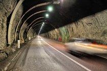 W tunelu w kierunku Madonny di Campiglio