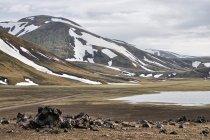 """W zaśnieżonych górach """"tęczowych"""" Islandii"""