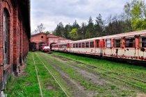 Wagony koło lokomotywowni w Rudach