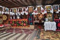 We wnętrzu cerkwi w Budesti