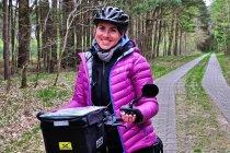 Wesoła rowerzystka z Polski
