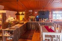 Wewnątrz kawiarni Lammintupa