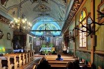 Wewnątrz kościoła w Mikaszówce
