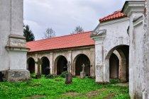 Wewnątrz sanktuarium w Chwalęcinie