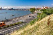 Widok na port w Ronne