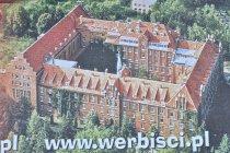 Widok z góry na klasztor werbistów w Pieniężnie