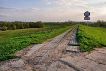 Wjazd na szlak rowerowy na wałach Odry
