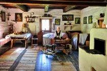 Wnętrze chaty w skansenie w Vycholovce