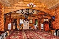 Wnętrze drewnianej cerkwi na Prislopie