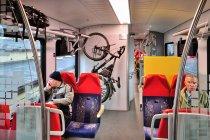 Wnętrze i haki na rowery pociągu Flirt ŁKA