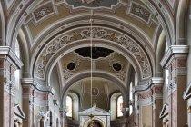 Wnętrze kościoła katolickiego w Sygecie Marmaroskim