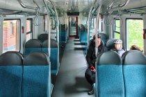 Wnętrze nowego pociągu Szybkiej Kolei Miejskiej