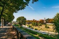 Wyschnięte koryto rzeki Parma w Parmie