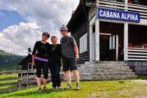 Z gaździną schroniska na przełęczy Prislop