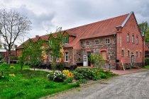 Zabytkowy budynek hotelu w Wolfshagen