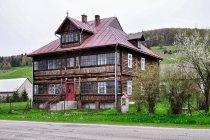 Zabytkowy dom w Izbach