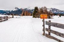 Zakaz wstępu - nie dotyczy narciarzy biegowych