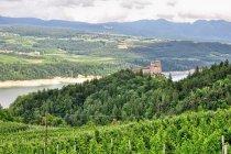 Zamek Cles i jezioro Santa Giustina