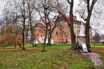 Zamek w Uniejowie od strony parku