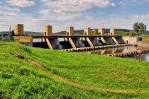 Zapora wodna w Łączanach