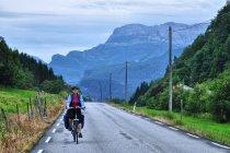 Zjazd doliną Mundheimsdalen w kierunku Hardangerfjordu