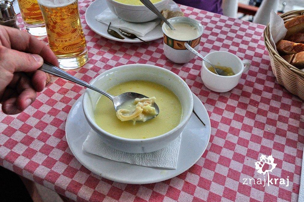W restauracji w Ciocanesti. Bukowina, Rumunia