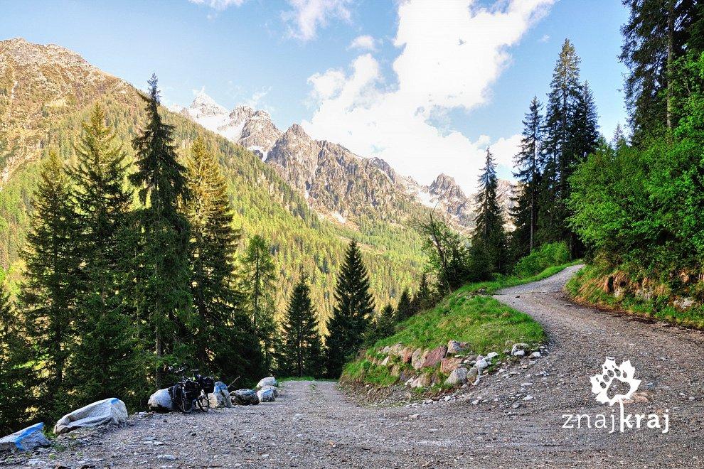 Droga ku Passo Cinque Croci w Dolomitach