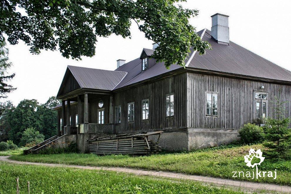 Dwór w Łosośnej