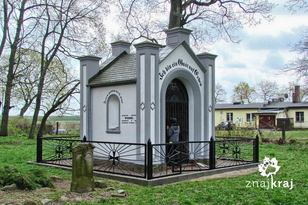 Grobowiec rodziny Vessel w Steblewie