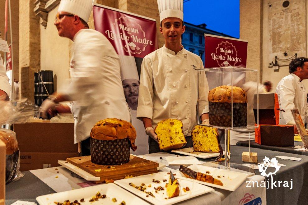 Jedno z ciast drożdżowych podczas festiwalu w Parmie