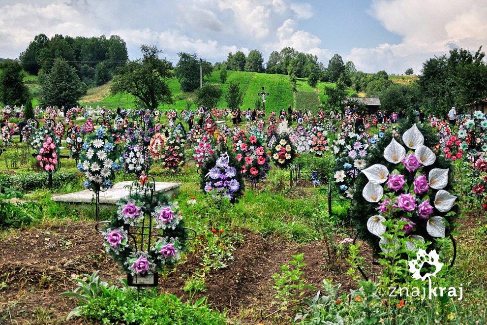 Kolorowy cmentarz w Nowym Sołońcu