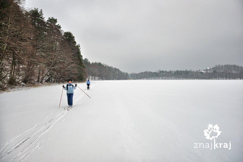 Na biegówkach po jeziorze