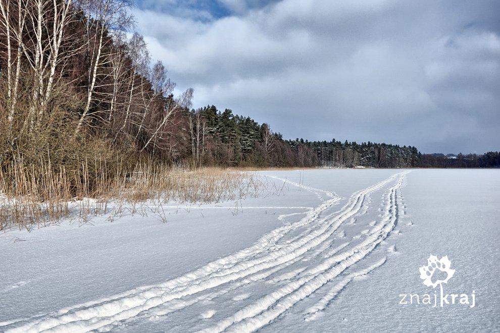 Na nartach biegowych po jeziorze Bukrzyno