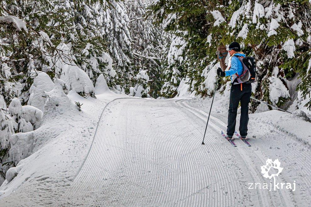 Na świeżutkim narciarskim sztruksie