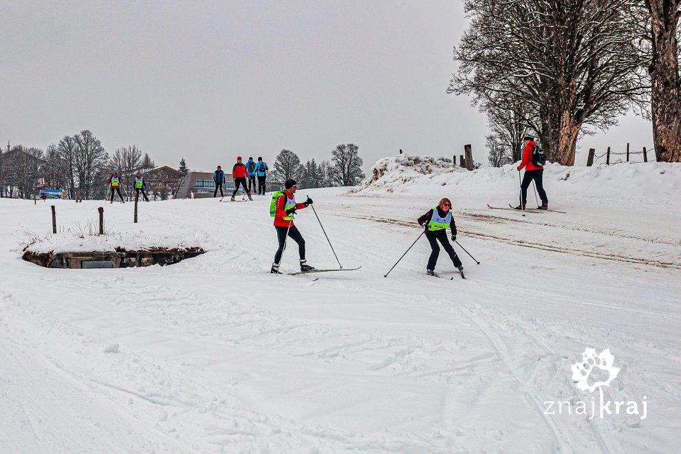 Niewidoma narciarska na biegówkach