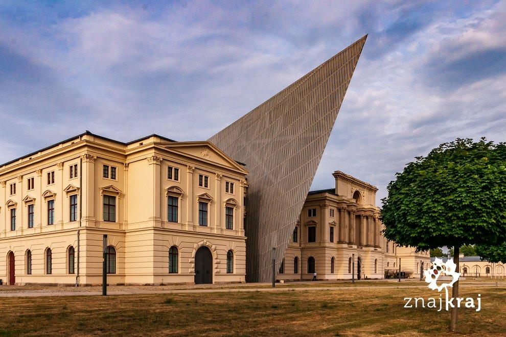 https://www.znajkraj.pl/files/styles/e/public/oryginalny-budynek-muzeum-wojskowego-w-dreznie-saksonia-2019-szymon-nitka-6099.jpg
