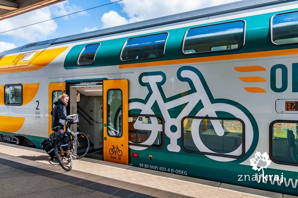 Wejście dla rowerzystów w pociągu Kolei Wschodnioniemieckiej ODEG