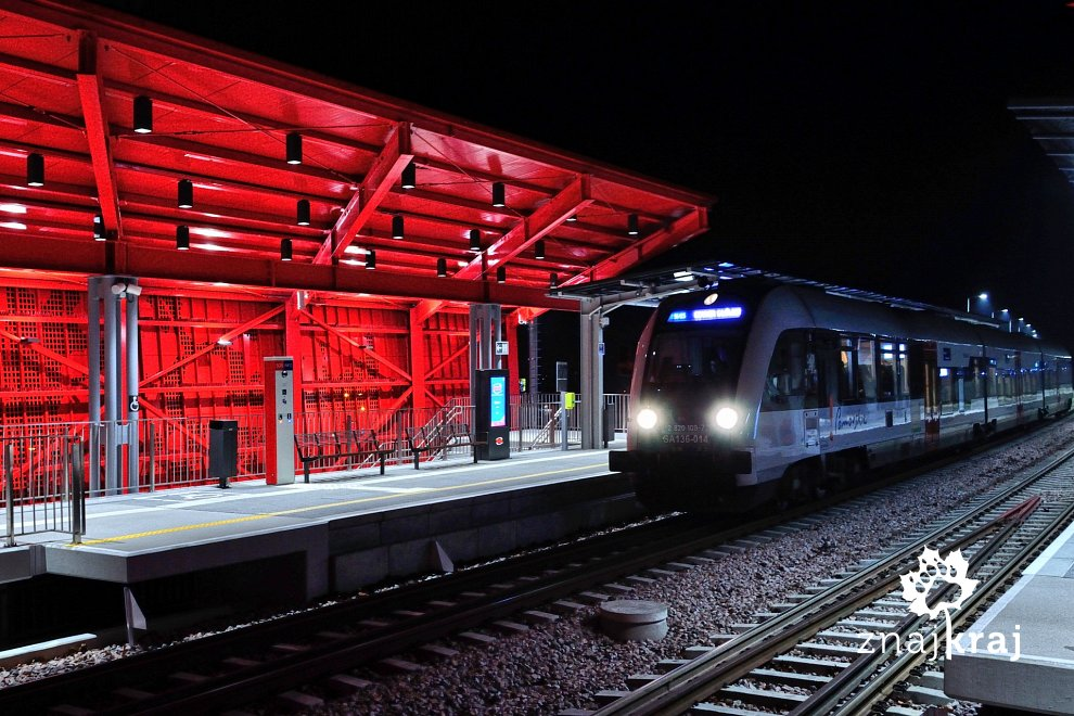 [Obrazek: pociag-pkm-na-stacji-gdansk-bretowo-hel-...a-8684.jpg]