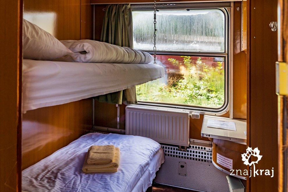 [Obrazek: pokoj-przedzial-w-hotelu-kolejowym-w-wol...-06081.jpg]