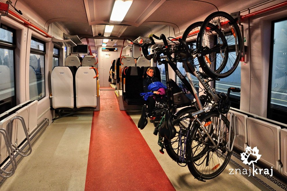 [Obrazek: rowery-na-hakach-w-pociagu-pesa-hel-2015...a-8304.jpg]